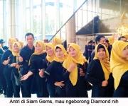 antri-di-diamond-store-mau-ngeborong-meg-yeee
